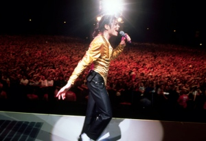 michael-jackson-on-stage